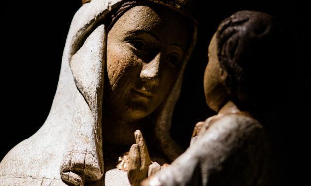 Maria é educadora da fé.