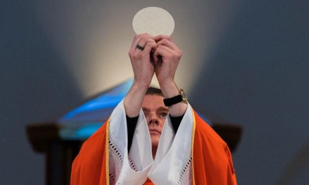 Dar graças pela Eucaristia