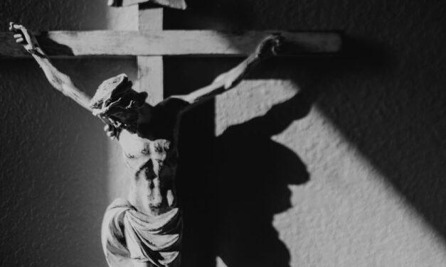 Ser olhado pelo Crucificado por Amor