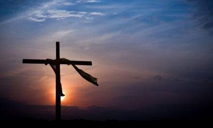 A Cruz atrai a todos para Ti
